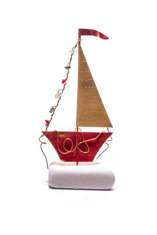 Χειροποίητο διακοσμητικό επιτραπέζιο Καράβι παραδοσιακό με πανί ορειχάλκινο κόκκινο7x15cm