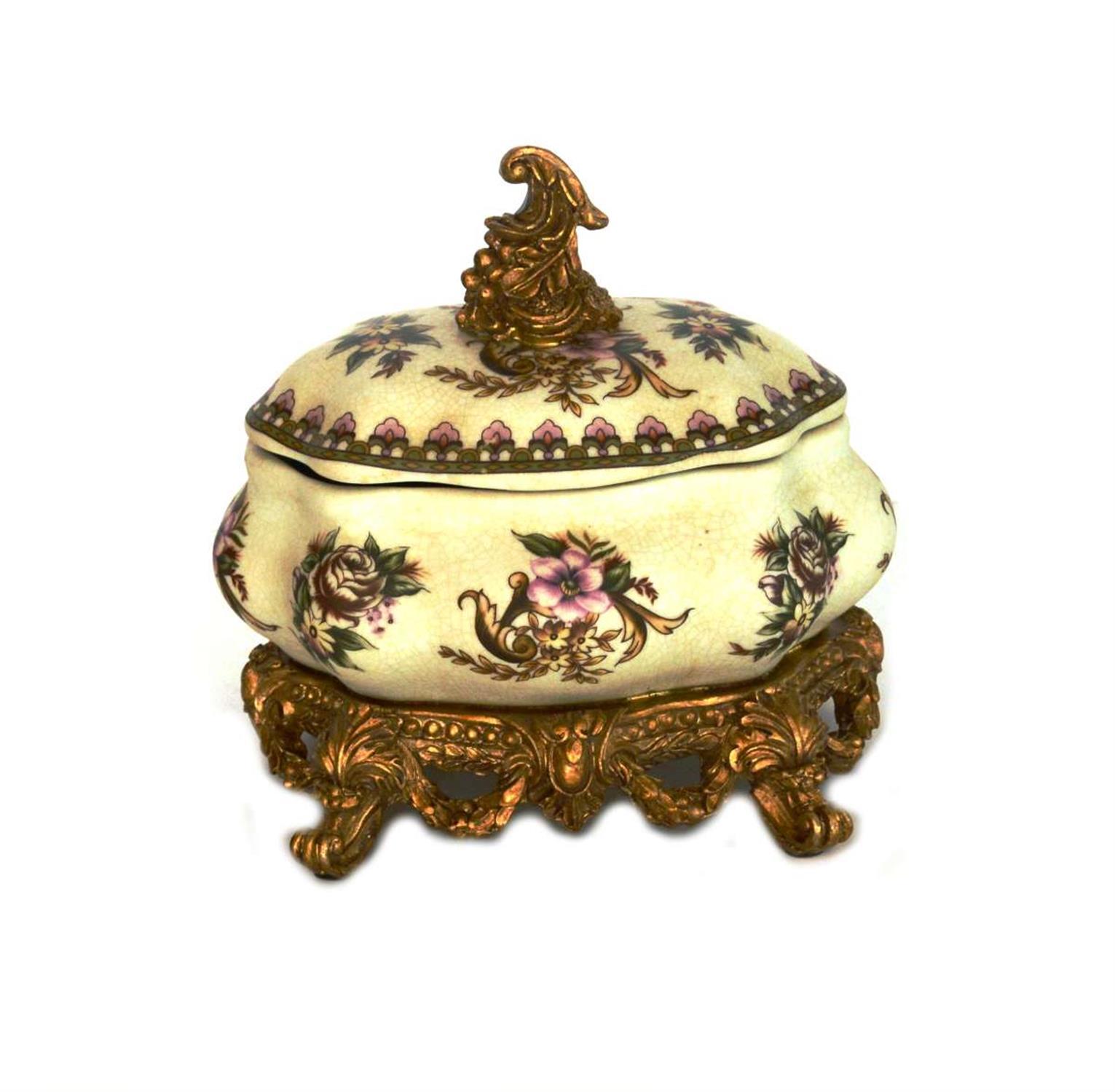 Δοχείο κρακελέ χρυσή βάση πόδια και καπάκι λουλούδια 18x19x15cm